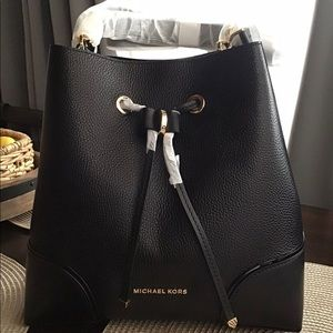 Michael Kors Mercer Gallery Medium Bucket Bag, NWT